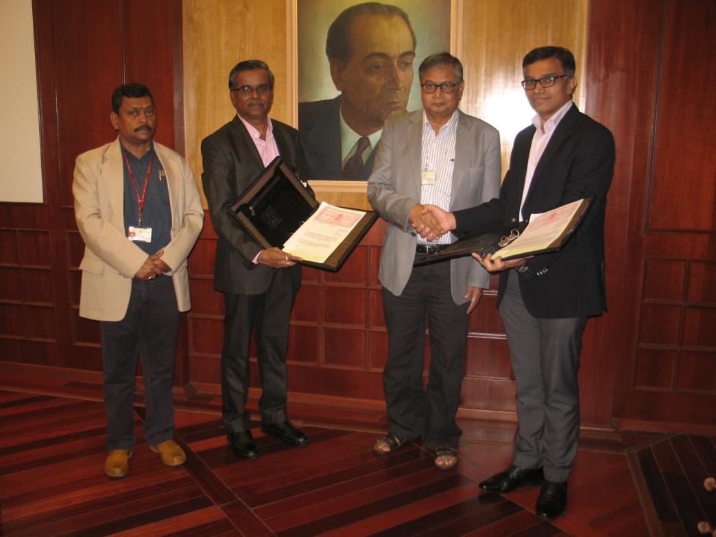 Exchanging the signed agreement in the presence of Dr. Sekhar Basu by Dr. U. Kamachi Mudali and Mr. Sanjay Tanwani. Mr. Inbarasu, Jt. Secretary, DAE is also in the picture.